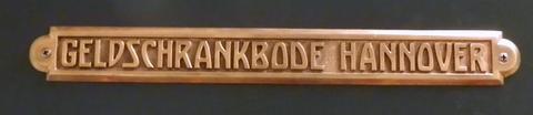 Der Namenszug an der Tresortür