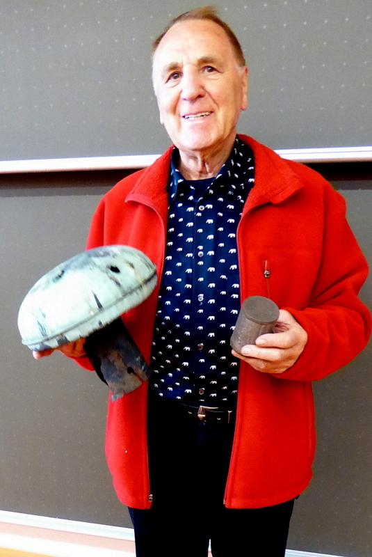 Dr. Uwe Walther mit Turmknopf und Kartusche
